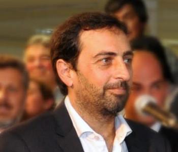 Dr. Adrian López